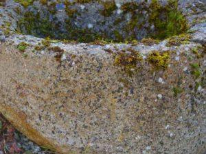 Halbrunde antike Brunnen